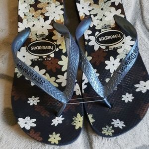 Havaianas navy floral flip flops size 6